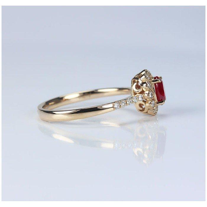 小奢華0.5克拉紅寶石鑽戒