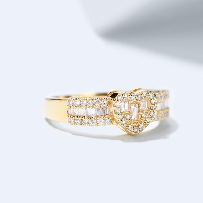 18K金心形天然鑽石戒指