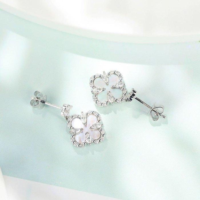 18K金四葉草白貝母鑽石耳環