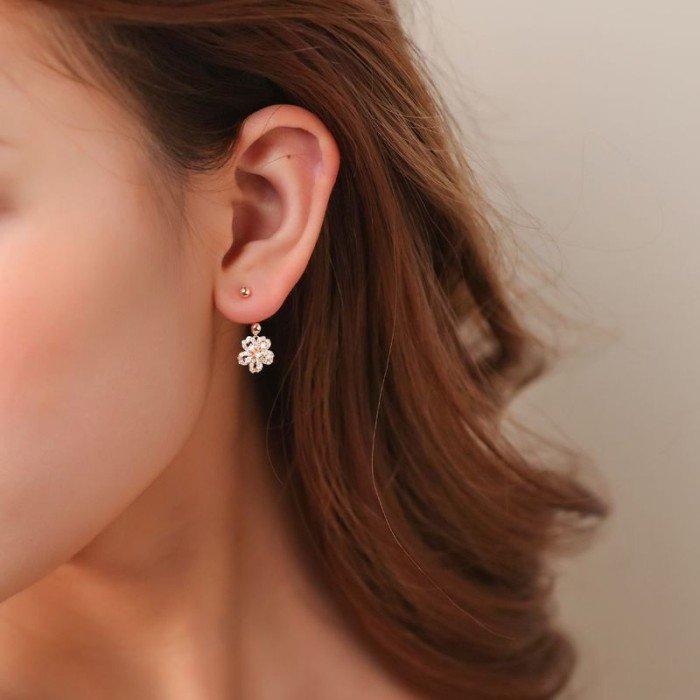 18K金櫻花款式鑽石耳環