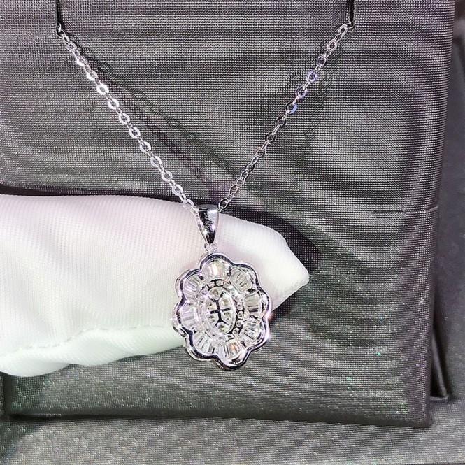 花朵造型鑽石項鍊